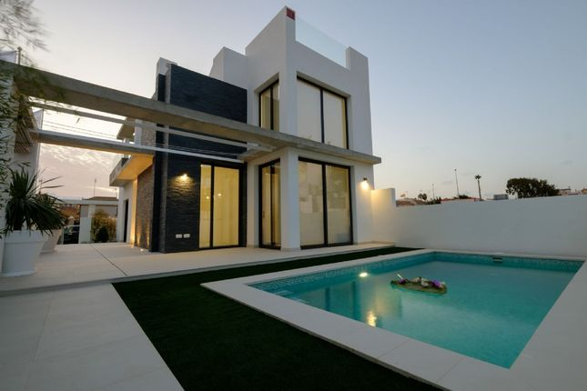 Thumbnail Villa for sale in Centro, Torrevieja, Alicante, Valencia, Spain