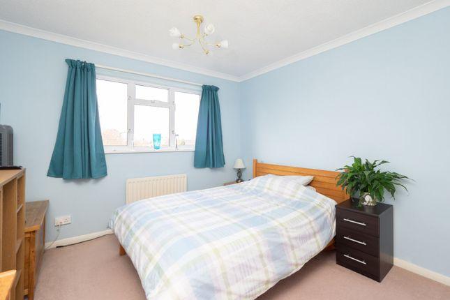 No. 18 - Bed 2 of Balmoral Way, Sutton, Surrey SM2