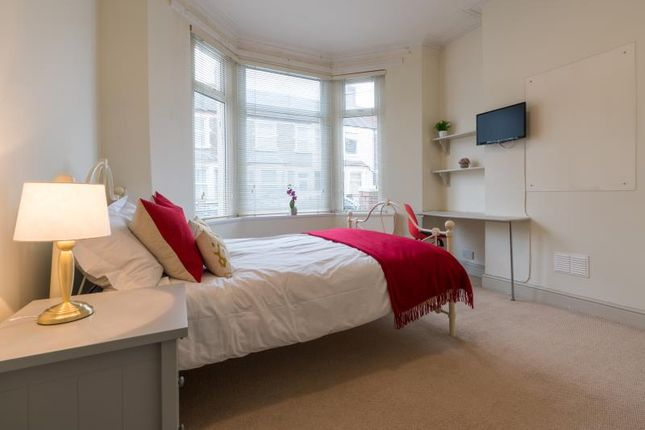 Thumbnail Shared accommodation to rent in Glenroy Street, Cardiff