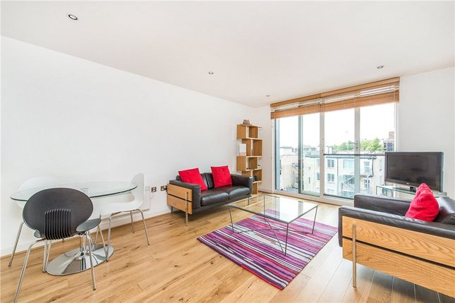 1 bed flat to rent in Dickinson Court, 15 Brewhouse Yard, London EC1V