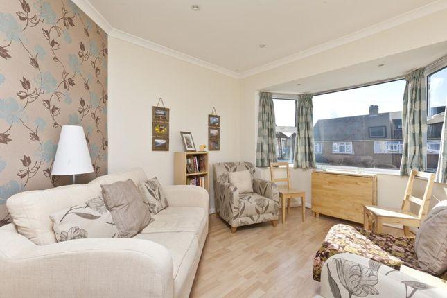 Thumbnail Maisonette to rent in Glen Road, Chessington