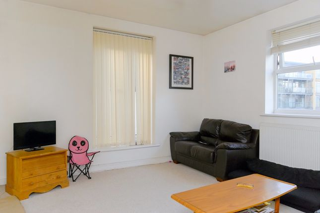 Flat to rent in Woolwich Road, London
