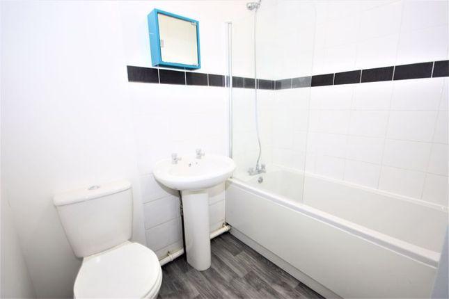 Bathroom of Dalwood Close, Bransholme, Hull HU7
