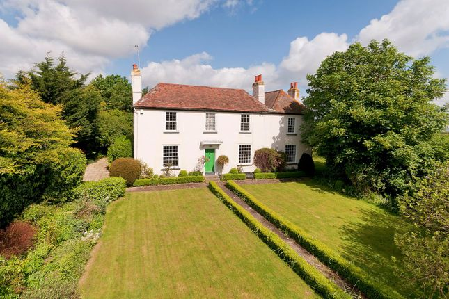Thumbnail Farmhouse for sale in Pump Lane, Rainham, Gillingham