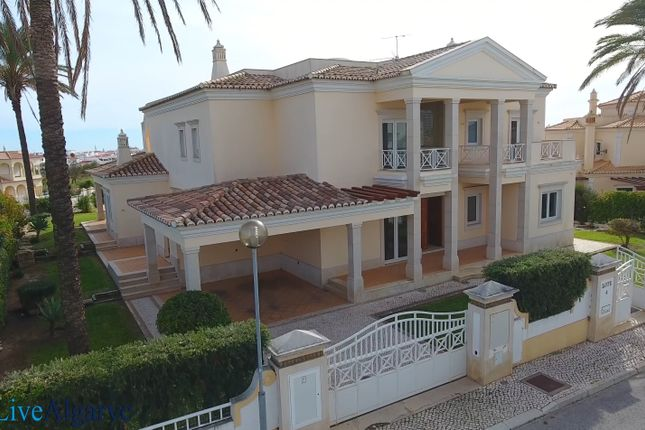 Thumbnail Villa for sale in Albufeira E Olhos De Água, Albufeira, Central Algarve, Portugal