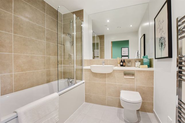 1 bedroom flat for sale in Lampton Road, London