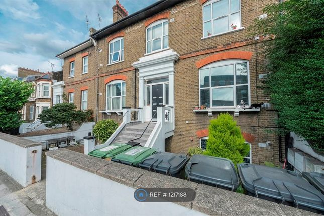 2 bed flat to rent in Lausanne Road, London SE15,