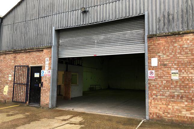 Thumbnail Warehouse to let in Royston Trading Estate, Royston, Royston