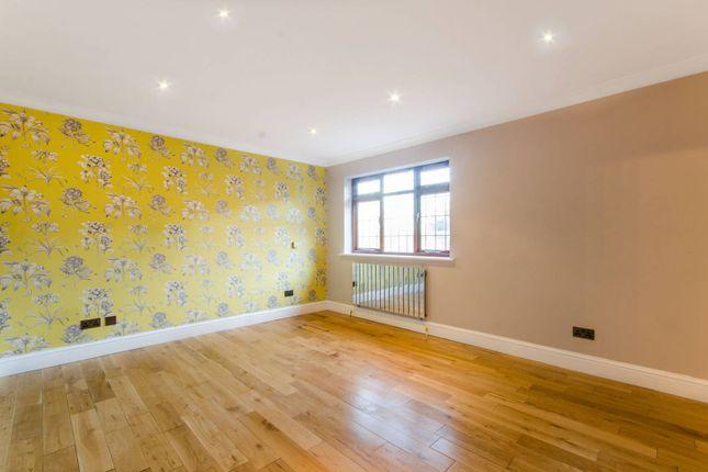 Thumbnail Property to rent in Barnet Gate Lane, Arkley