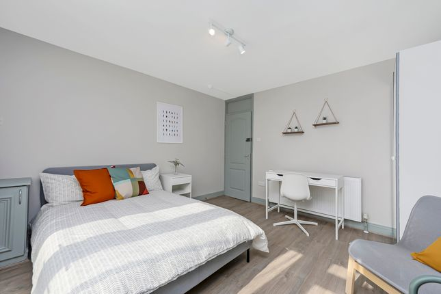 Thumbnail Terraced house to rent in Stellman Close, Clapton