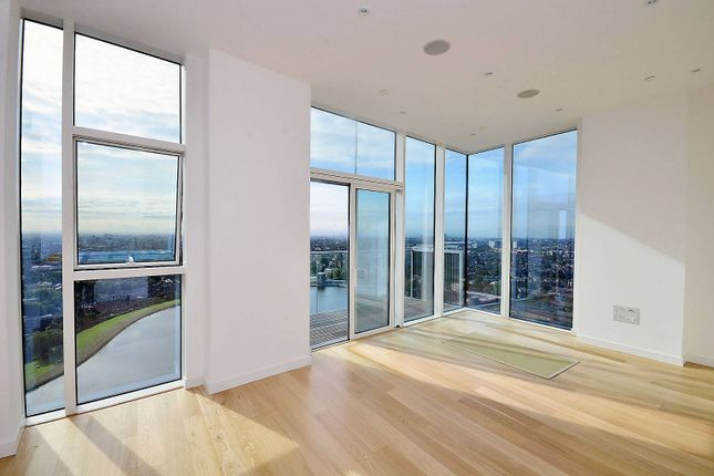 Thumbnail Flat to rent in Woodberry Grove, Finsbury Park, London