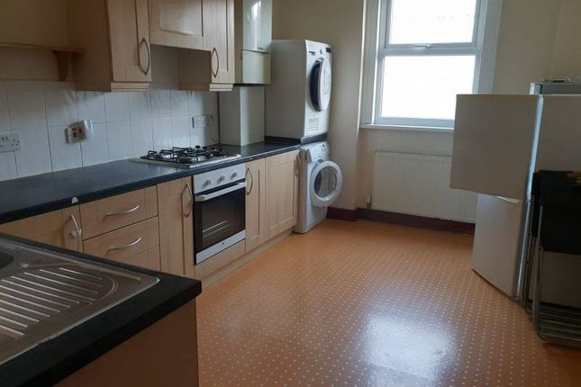 Thumbnail Flat to rent in West Ave, Walthamstow