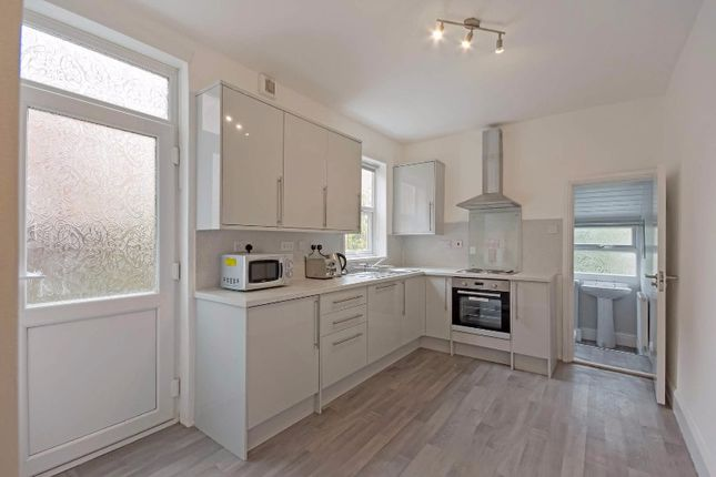 Thumbnail Terraced house to rent in Queens Road, Beeston, Nottingham