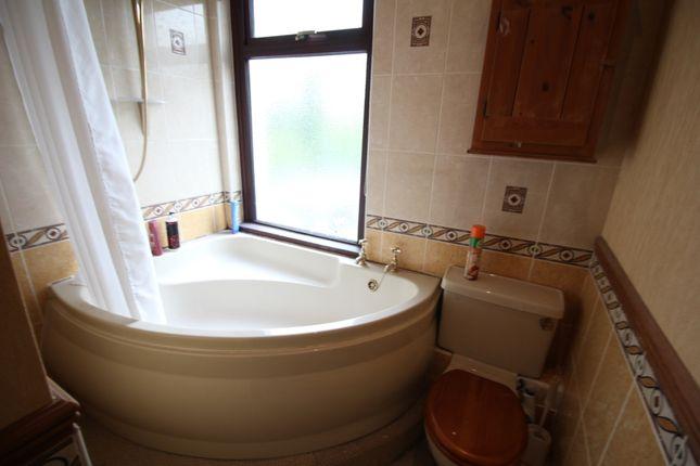 Bathroom of Quarry Buildings, Horbury, Wakefield, West Yorkshire WF4