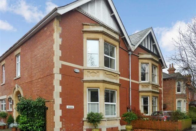 Thumbnail Flat to rent in Westlecot Road, Swindon, Wiltshire