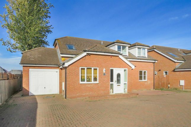 Thumbnail Detached house for sale in Cambridge Road, Langford, Biggleswade