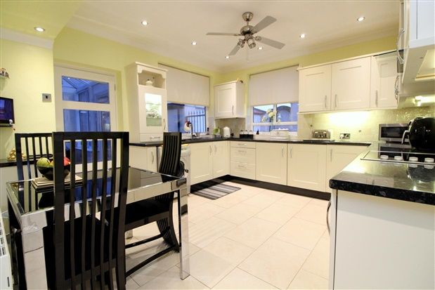 Thumbnail Bungalow for sale in Central Avenue North, Thornton Cleveleys