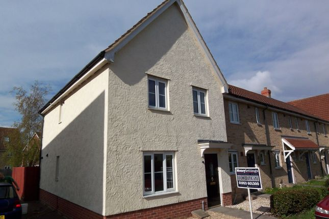4 bed semi-detached house to rent in Pennycress Drive, Wymondham, Norfolk