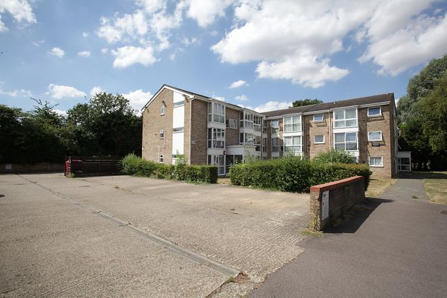 Thumbnail Flat for sale in Vincent Road, Luton, Bedfordshire
