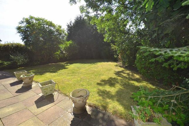 3 bed property for sale in Laurel Way, London