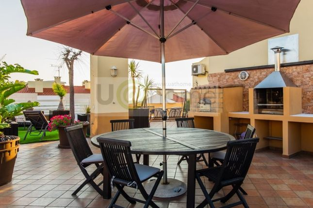 Thumbnail Apartment for sale in Carcavelos E Parede, Carcavelos E Parede, Cascais