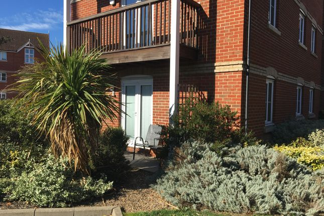 Thumbnail Flat for sale in Searle Close, Chelmsford