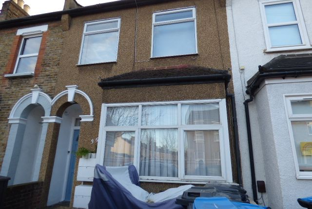 1 bed flat to rent in Leighton Road, Enfield EN1