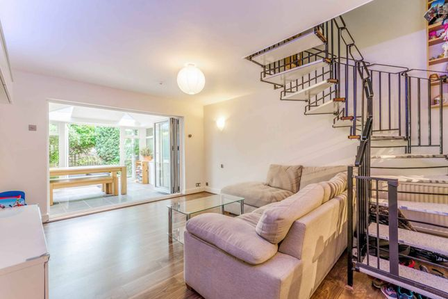 Thumbnail Terraced house for sale in Vinegar Street, Wapping