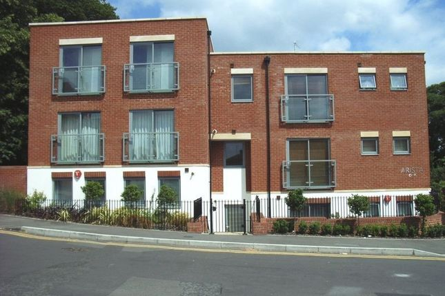 Thumbnail Flat to rent in Harvest Road, Englefield Green