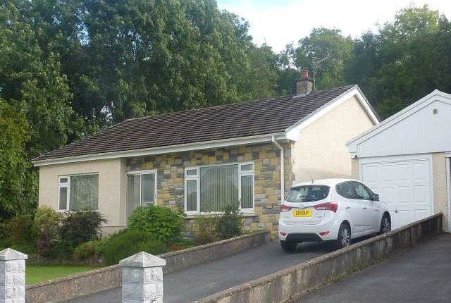 Thumbnail Bungalow to rent in Brynglas Crescent, Capel Dewi Road, Llangunnor