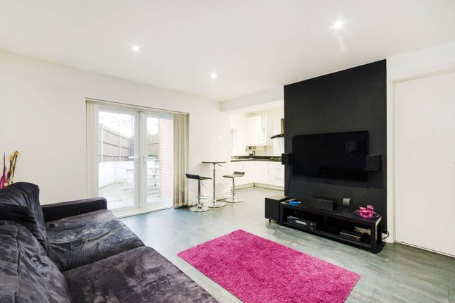 Thumbnail Flat to rent in Leamington Park, North Acton