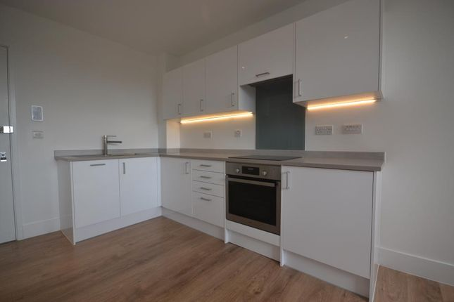 Thumbnail Flat to rent in Hanover House, 202 Kings Road