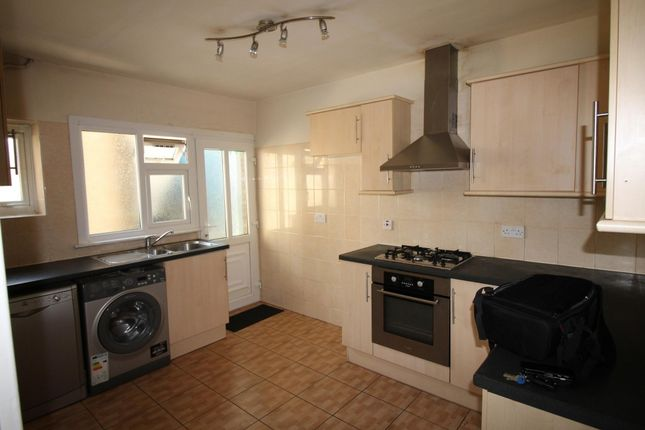 2 bed flat to rent in Alexandra Avenue, South Harrow, Harrow