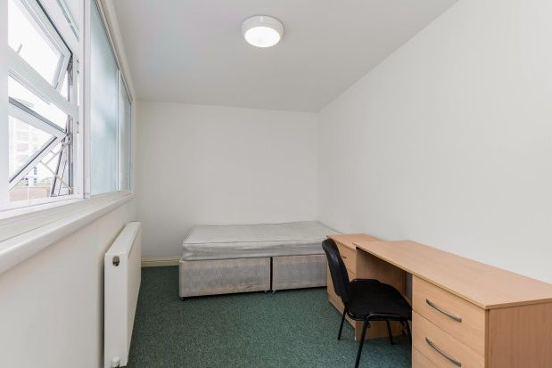 Room to rent in Guildhall Walk, Portsmouth