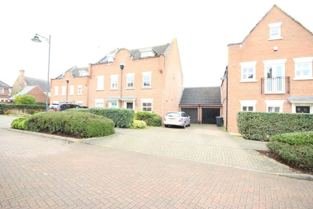 3 bed semi-detached house to rent in Melrose Avenue, Kings Hill, West Malling ME19