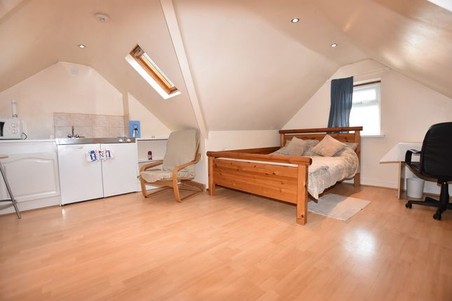 Thumbnail Flat to rent in Felden Close, Watford