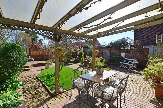 Canopy & Seating Area