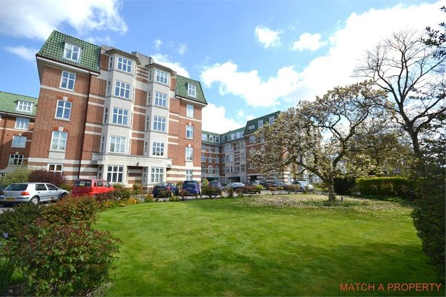 3 bed flat to rent in Haven Green Court, Haven Green, Ealing, London