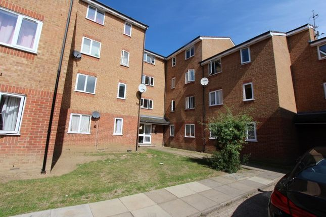 Thumbnail Flat to rent in Streamside Close, London