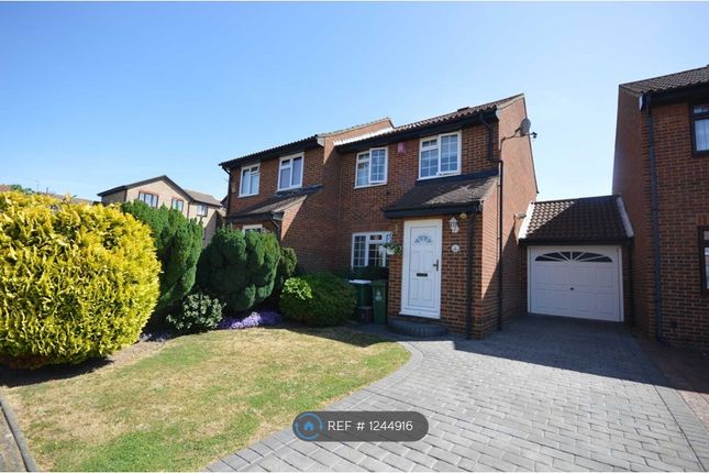3 bed semi-detached house to rent in Blakemore Way, Belvedere DA17