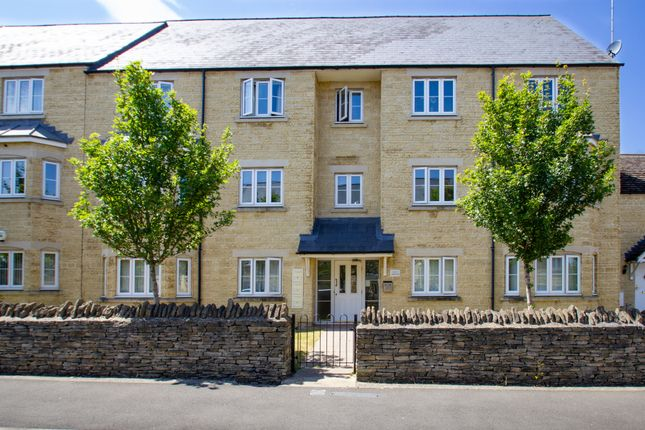 Thumbnail Flat to rent in Meadow Lane, Witney