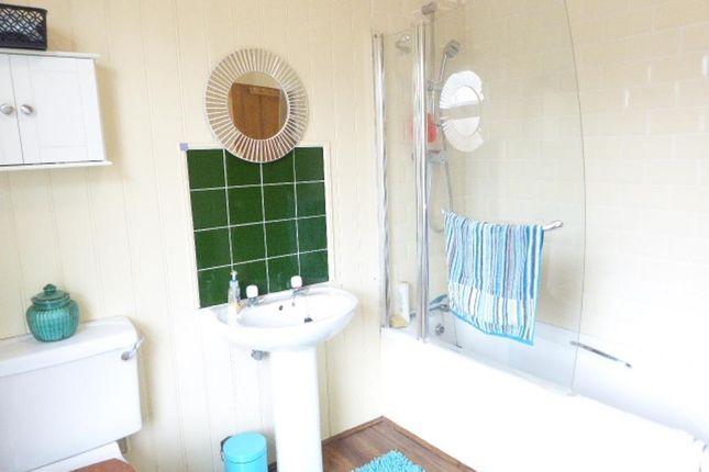 Bathroom of Clifton Gardens, Goddard Avenue, Hull HU5