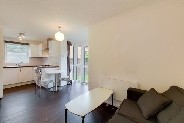Thumbnail Studio to rent in Sterling Place, London