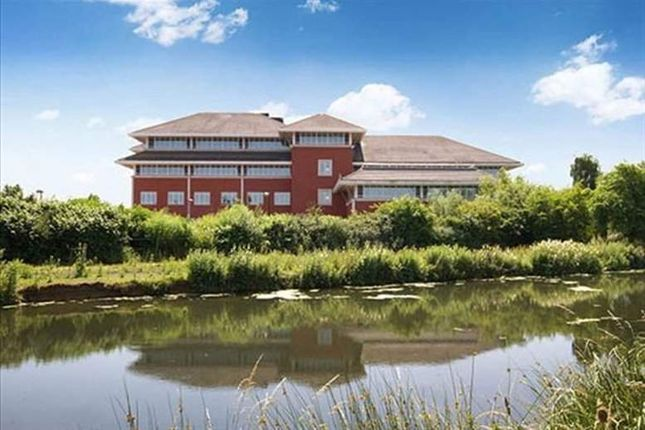 Serviced office to let in The Lakes, Northampton