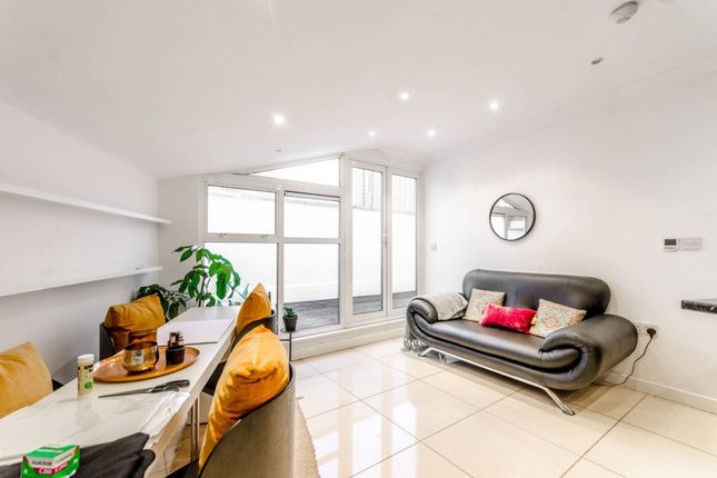 2 bed flat to rent in Commercial Street, Spitalfields, London E1