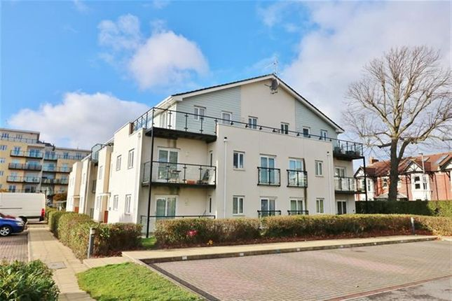 Thumbnail Flat for sale in Gisors Road, Southsea
