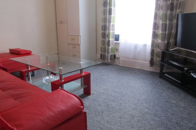 Thumbnail Flat to rent in Wilton Avenue, Southampton, Hampshire