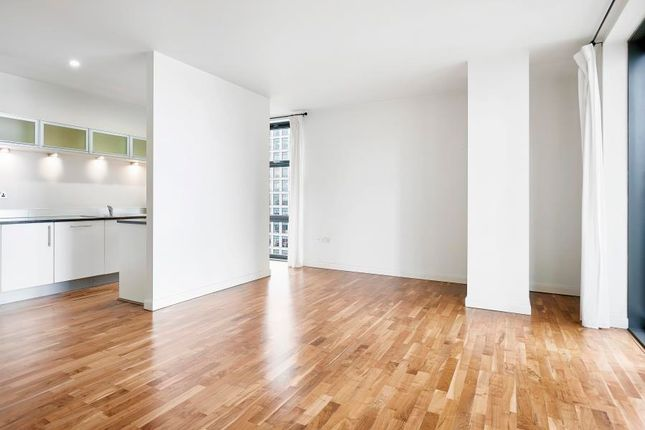 2 bed flat to rent in Discovery Dock West, Canary Wharf