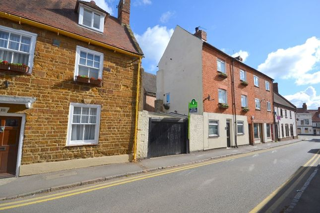 Thumbnail Terraced house for sale in Park Street, Towcester