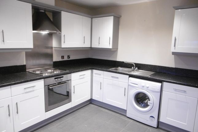 2 bed flat to rent in Spinner Croft, Chesterfield